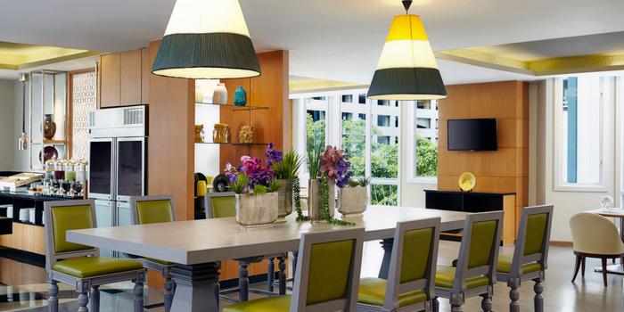 Dining Area from Bistro M at Marriott Executive Apartments 60 Soi Langsuan, Lumpini Pathumwan, Bangkok