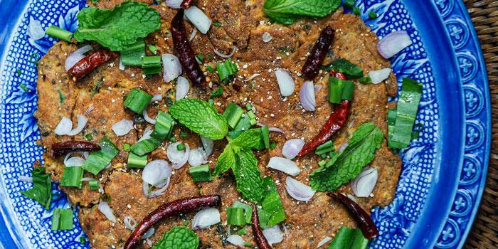 Spicy minced pork omelette from Ahh Kard D at 200/1 Phibun Watthana 1 Alley Samsen Nai, Phaya Thai Bangkok