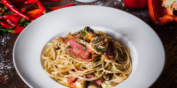 Smoke Duck Aglio Olio from Drink Culture in Chinatown, Singapore