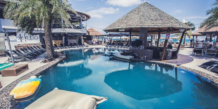 Atmosphere of Kudo Beach Club & Italian Restaurant in Patong, Phuket, Thailand.