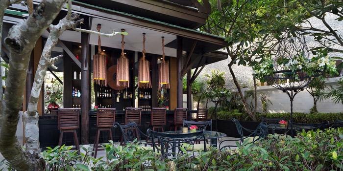 Ambiance of Pad Thai Restaurant in Surin Beach, Phuket, Thailand