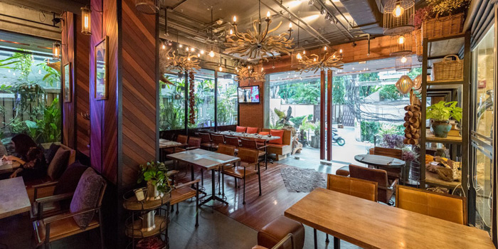 Dining Area of Mallard at 16 Soi Sukhumvit 49 Khlong Tan Nuea, Watthana Bangkok