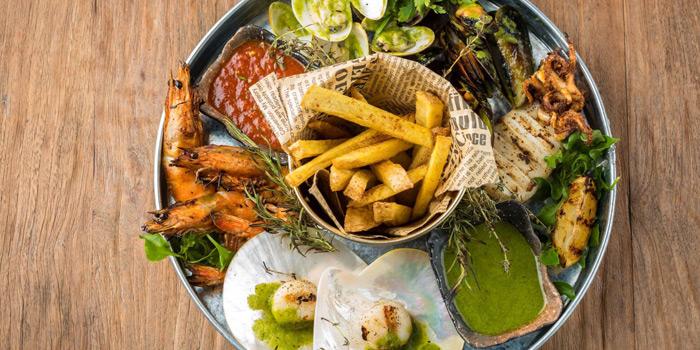 Grilled Seafood Platter from Mallard at 16 Soi Sukhumvit 49 Khlong Tan Nuea, Watthana Bangkok