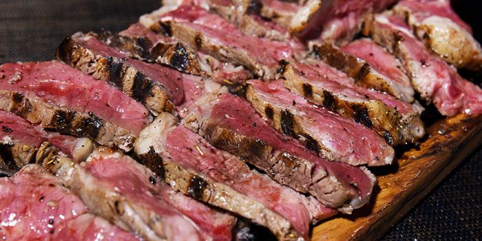 Hong Kong Christmas Guide The Italian Club Wine Bar, Steak House & Pizza Gourmet (Soho)